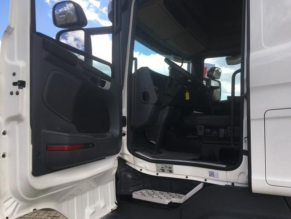 Scania R500 6X2 06.jpg