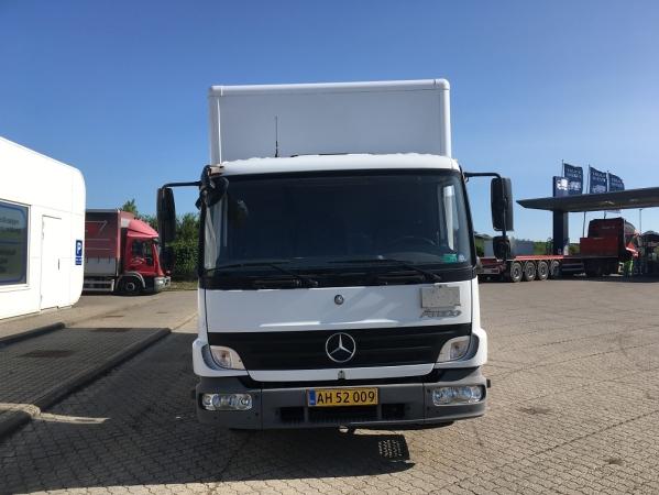 Mercedes-Benz 816 ATEGO 4X2 02.jpg