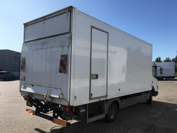 Mercedes-Benz 816 ATEGO 4X2 04.jpg