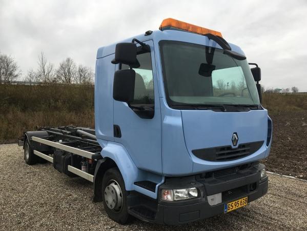 Renault 12.220 MIDLUM 4X2 02.jpg